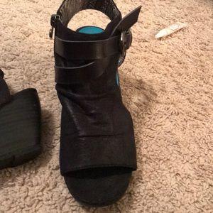 Blowfish wedged sandals